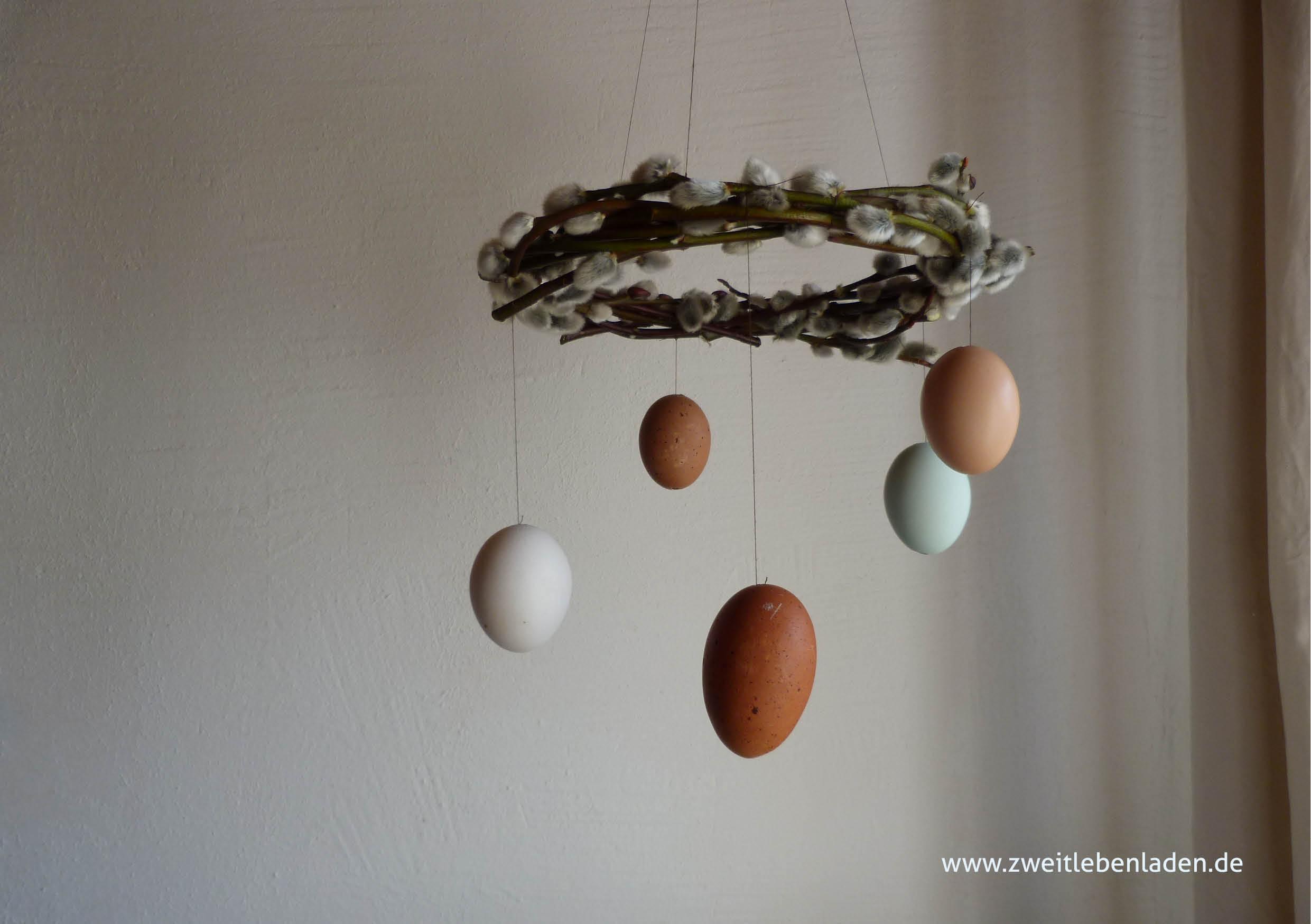 Osterdeko, Ostermobile_Kranz aus Sal-Weide mit hängenden Ostereiern
